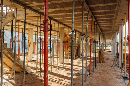 Props supporting the formwork of a floor slab