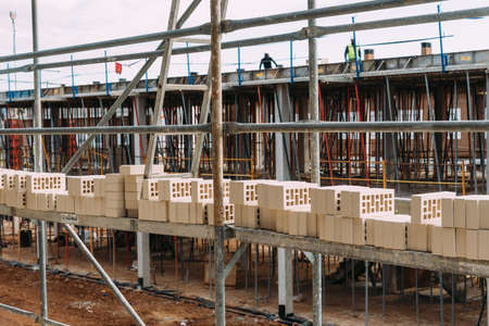 Bricks on scaffolding ready to be placed in construction site Stockfoto