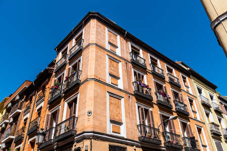 Low Angle View Of Residential Buildings in Historic Centre of Madrid Stockfoto