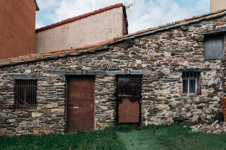 Traditional slate stone houses in mountain village Foto de archivo