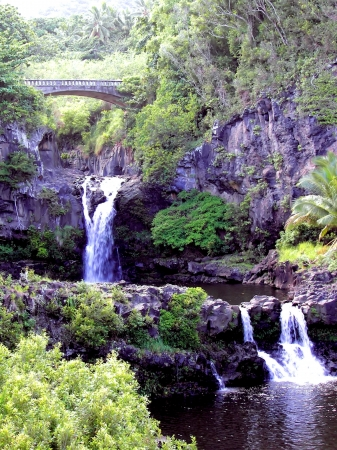 maui: bridge over seven sacred pools np - maui