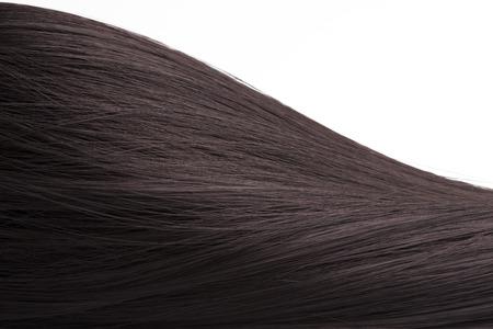 Cheveux châtains, ressemblant à une colline