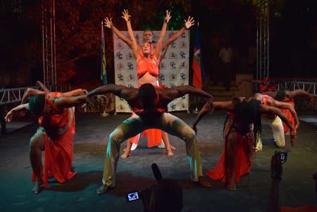 unforgettable: Show the acrobatic troupe