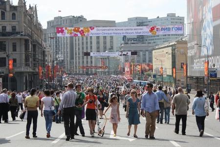 russia flag: Celebraci�n del d�a de la victoria en Mosc� - centro de Mosc� est� abierto para caminar - 9 de mayo de 2010