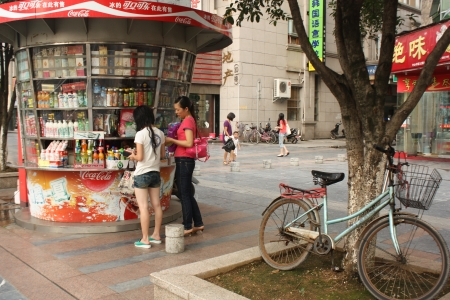 cola bottle: Street food kiosk with customers in Guiling, China - August 01st, 2010 Editorial