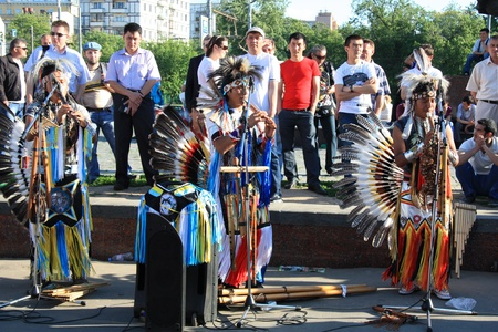 Native South American tribal group from Ecuador play Siku, andean wind musical and flutes in Moscow street, 30.05.2011