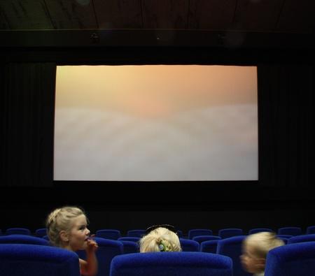 family movies: Ni�os en un cine, Mosc�, Rusia - 30.06.2011