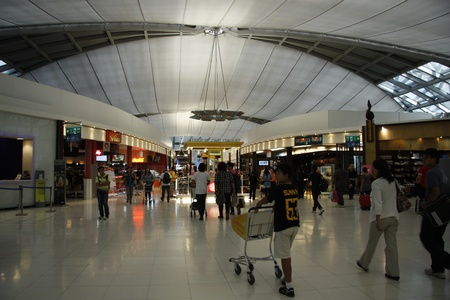 gamme de produit: Zone Duty Free Shopping � l'a�roport de Suvarnabhumi (a�roport international de Bangkok), en Tha�lande. 17082011