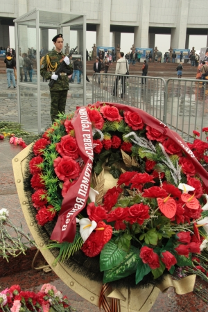 Wreath at The Eternal Flame and guard of honour at the Victory Day in Poklonnaya Gora, Moscow, Russia - 09.05.2012