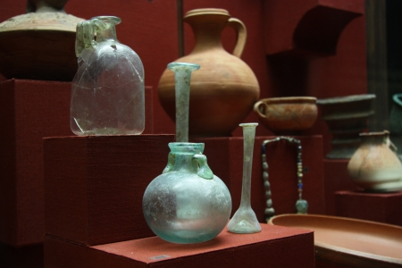 artefacts: Museum exhibition of ancient vessels Stock Photo