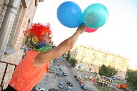 periwig: Young woman adventurer is going to fly with balloons over the city