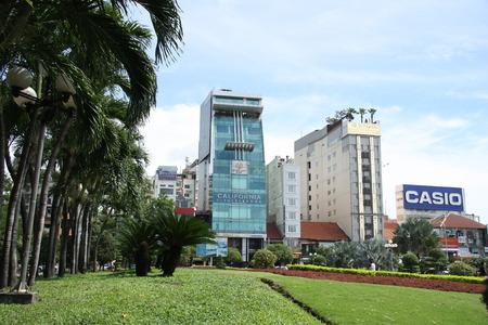 The landscape of Saigon: Công viên nhiệt đới xinh đẹp và quan điểm của các tòa nhà hiện đại ở trung tâm của Thành phố Hồ Chí Minh, Việt Nam - 20140729