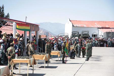 abastecimiento: La graduaci�n de la Academia Militar y el suministro de Identificaci�n, Bolivia - 31082013 Editorial