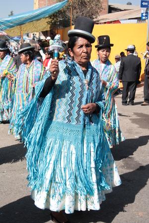 cochabamba: BOLIVIA, COCHABAMBA, 15 AUGUST 2013 - Bolivian women dance in native costumes at parade in Cochabamba, Bolivia