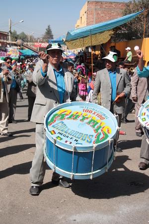 cochabamba: BOLIVIA, COCHABAMBA, 15 AUGUST 2013 - Drummer men play music at carnival in Cochabamba, Bolivia Editorial