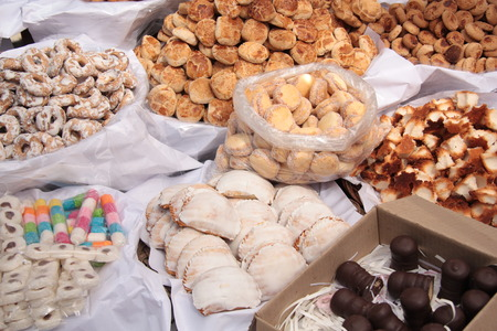 pastila: Confectionery and biscuits for sale in a market