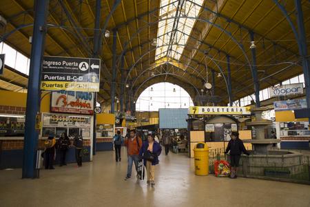 BOLIVIA, LA PAZ, 11 DE FEBRERO DE 2017 - Taquillas en la Terminal de la estación central de autobuses de La Paz, Bolivia, América del Sur