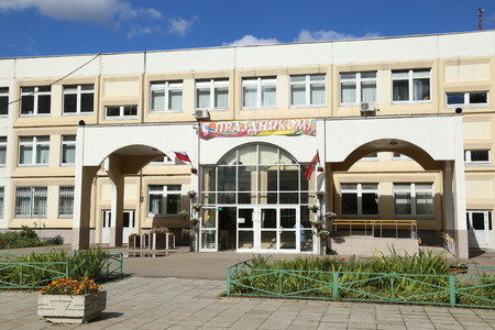 Outdoor view of entry of generic secondary school building in Moscow, Russia