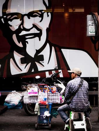 spul: man selling stuff on street side