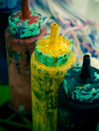 colour in: pintura de color en la botella Foto de archivo