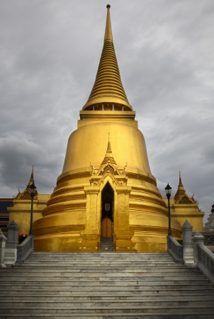 Golden Pagoda at Bangkok Stock Photo - 16270248