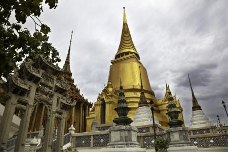 gold pagoda Stock Photo - 16389631