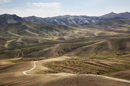 Road in the middle of the Gobi Desert in Mongolia Archivio Fotografico