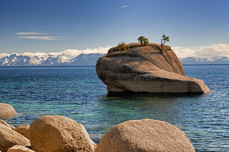 Bonsai Rock Formation At Lake Tahoe Stock Photo - 11276042