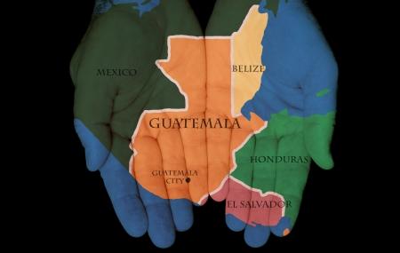 mapa de el salvador: Mapa Pintado En Las Manos que muestran el concepto de tener en nuestras manos Guatemala