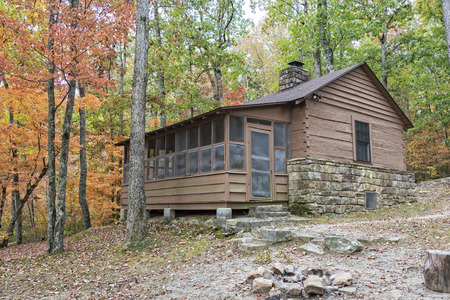 autumn colour: Cabin At DeSoto State Park In Alabama Stock Photo