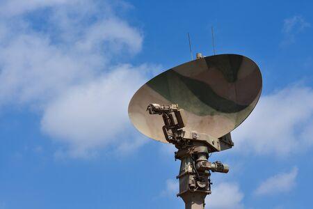 Parabole d'antenne radar militaire déployée, Pretoria, Afrique du Sud
