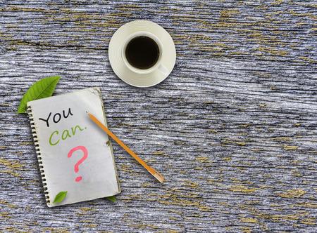 tu puedes: Usted puede ? texto de la nota para el proyecto de decorar. Foto de archivo