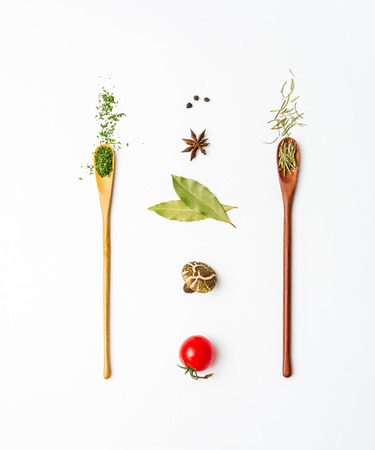 Alimentos y especias hierbas para el fondo de cocción y el diseño. Foto de archivo - 42071317