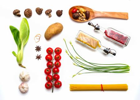 herbs: Alimentos y especias hierbas para el fondo de cocci�n y el dise�o.