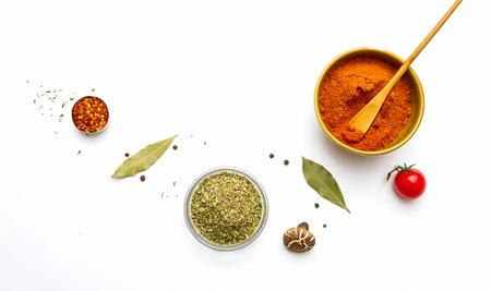 comida gourmet: Alimentos y especias hierbas para el fondo de cocci�n y el dise�o.