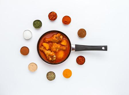 食物: 食品和香料香草烹調背景和設計。 版權商用圖片