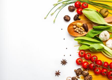 Alimentos y especias hierbas para el fondo de cocción y el diseño. Foto de archivo - 42070987