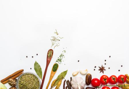 cuchara: Alimentos y especias hierbas para el fondo de cocción y el diseño.