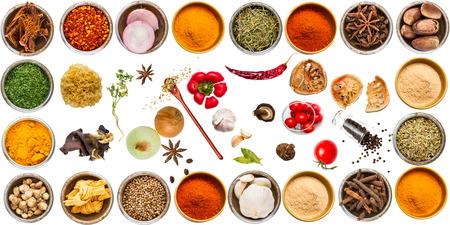 Kruiden en specerijen voor het koken op een witte achtergrond Stockfoto - 42744924