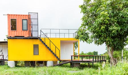 Hermosa casa Exterior para el diseño de fondo. Foto de archivo - 44075325
