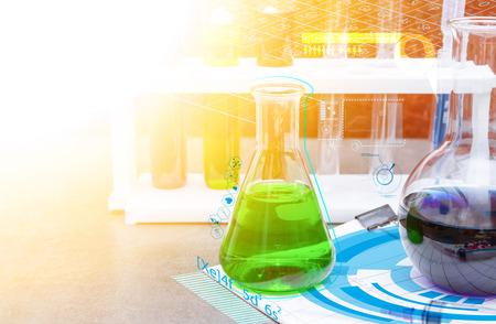 instrumental medico: Grupo de laboratorio para el concepto de la ciencia. Foto de archivo