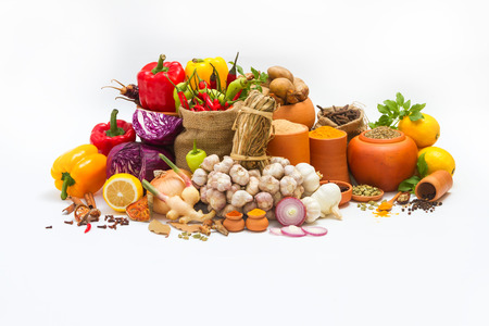 Spices and herbs on white background for decorate spices content,indian spices in terracotta pots, indian colourful spices,group of indian spices,Spices arranged in different size terracotta pots 版權商用圖片
