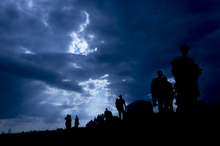 Sun rays illuminate people. Immigration of people. Stockfoto