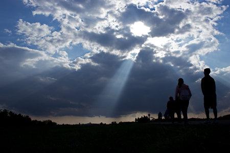 Sun rays illuminate people. Immigration of people. 版權商用圖片