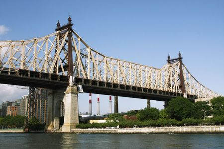 Queensboro Bridge, also known as the 59th Street Bidge, connects Manhattan and Queens over the East River and Roosevelt Island