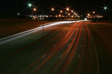 A Night-Time Photo von Interstate-44 in Oklahoma  Standard-Bild - 2557191
