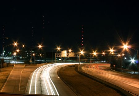 A Night-Time Photo von Interstate-44 in Oklahoma  Standard-Bild - 2557123