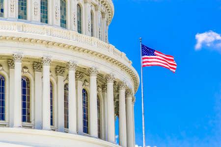 Capitolio en un día claro con el cielo azul. Senado y la Cámara de Representantes del Gobierno de Estados Unidos