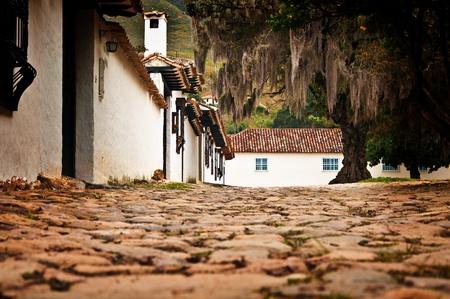 ビージャ デ レイバ コロンビアの植民地時代の町のストリート レベルのビュー