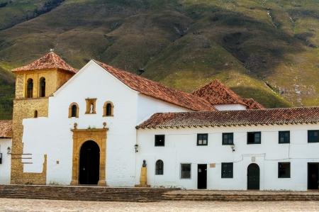 ビージャ デ レイバ、コロンビアのメイン広場の教会 写真素材